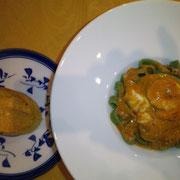 カニのクロスティーニと緑の平麺、海老とモッツァレラチーズのトマトソースパスタ