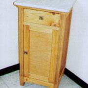 typisches altes Nachttischchen abgelaugt u geölt
