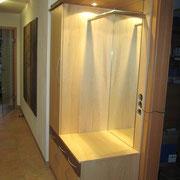 Garderobenschrank mit Beleuchtung in Can.Ahorn u Nussbaum