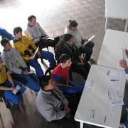 Los participantes con gran espectativa.