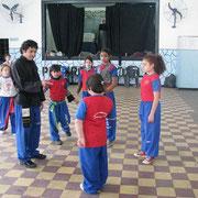 Prof. Adorno Oscar en el entrenamiento con infantiles.