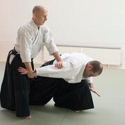 shōmen-uchi ikkyō (ude-osae) 正面打ち一教(腕押さえ)