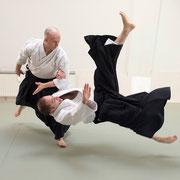 chūdan-tsuki koshi-nage 中段突き腰投げ