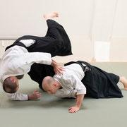 ushiro-ryōkatadori kokyū-nage 後ろ両肩取り呼吸投げ