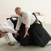 gyaku-hanmi katatedori kokyū-nage 逆半身片手取り呼吸投げ