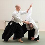 gyaku-hanmi katatedori kaiten-nage 逆半身片手取り回転投げ