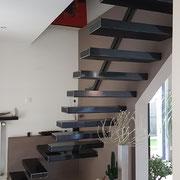 art et fer escalier suspendue sur mesure valencienne