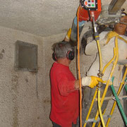 Installation du matériel de forage.
