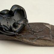 QUALLE II (JELLYFISH 2) - Speckstein, Treibholz, Blei (soapstone, driftwood, lead), 10 x 19 x 11 cm, 2006