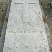 Tombe de M. Pellier de la Roirie, généreux donateur de l'hôtel de ville