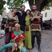2014 Lenzburg  Gruppenfoto Narr Zinzifizes Raderfreut, drei Üüüüble Haudraufs und Johanna die Taktlose