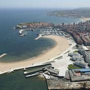 Gijón. Playa de Poniente y Puerto Deportivo © Foto Asturias