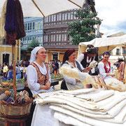 Mercado Astur. © José Suárez © SRT. Sociedad Regional de Turismo / El Sabil. Senda del Oso.