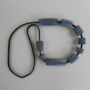 collier polyester et papier 2012 ©anne goy