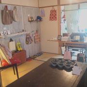 畳のお店です。ゆったりと楽しんでください。