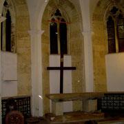 Der Altar in der Unterkirche