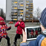 """Bibliotheksprojekt """"Lesen macht stark: Lesen und digitale Medien"""", in der Anna-Seghers-Biblothek in Berlin Hohenschönhausen. Deutscher Bibliotheksverband (dbv)"""