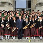 Tag der Ein-und Ausblicke im Deutschen Bundestag. Eröffnung vor dem Reichstag durch Eduard Oswald und der Harmoniemusik Maingründel e.V., Dt. Bundestag