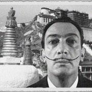 Salvador Dali à l'assaut du Potala à Lhassa, photographie de Raymond Tchang.
