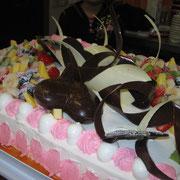 ウェディングケーキもご要望に合わせて、、、、