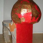 """Basilika"" Stuhl aus Pappe"