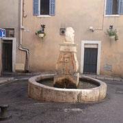 Fontaine du Lion : Place créée en 1864.