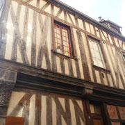 Cette maison à pans de bois date du 16è siècle, elle était la demeure d'un ébeniste.