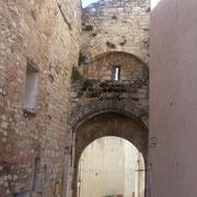 Porte Gachiou : porte pincipale des remparts construits en 1363.