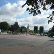 Place saint Amatre et le monument des déportés