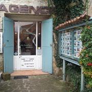 L'Agence Immobilière, place de l'église, tenue par Mr Verseau