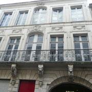 Café des Glaces, belle demeure du XVIIe siècle dénommé café des glaces pour son décor intérieur entièrement fait de miroirs.