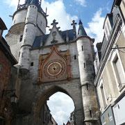 La tour de l'horloge fut construite au 15è siècle sur les vestiges d'une tour gallo-romaine