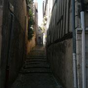 Très pittoresque, la rue de l'Yonne - Sous l'ancien régime elle était entièrement habitée par les mariniers.