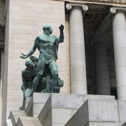 Statue à l'entrée du Capitole