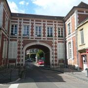 Passage Soufflot - Crée en 1903 par le percement d'un hôtel particulier du 17è, il fut aménagé en Maison du Peuple.