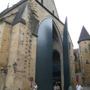 Le marché couvert qui se trouve dans l'ancienne église Ste Marie