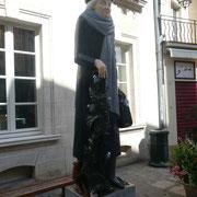 François Brochet a réalisé cette fois la statue d'une poétesse auxerroise, Marie-Noël