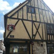 Café du Théâtre - c'était autrefois l'échoppe d'un barbier coiffeur de la ville.