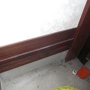 シロアリに食われて隙隙になってる框