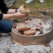 Arqueología experimental. Cociendo ceramica en un Horno Castromao