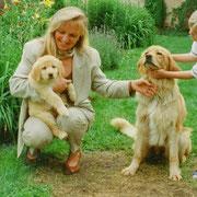 Evi paßt perfekt zu ihrem ebenfalls blonden Frauchen Susanne Thieme