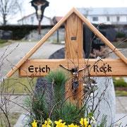 Kreuz auf Grab Erich Reck - Friedhof Steinhausen