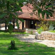 Giardino Laterale con vistaTerrazzo - Porticato
