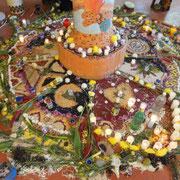 Verstehen, Bewahren und Wiederleben der Tradition, hier ein prächtiges zeremonielles Mandala...