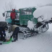 「極寒雪中キャンプ(略して「極キャン」)2013-1」雪上車に乗ってキャンプ地を目指す