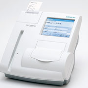 DCAバンテージ:小型HbA1C、尿中アルブミン/クレアチニン測定アナライザー
