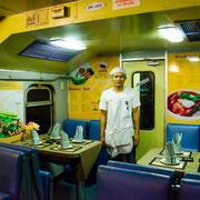 Restaurantabteil in der thailändischen Bahn