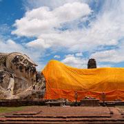 Großer liegender Buddha