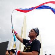 Proteste gegen das Amnestiegesetz. Bevölkerung verlangt den Rücktritt der Regierung Bangkoks.