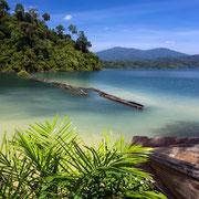 Tropische Badestelle am Cheow Lan Stausee